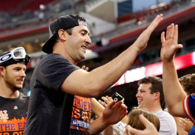 Matt Harvey with Mets fans
